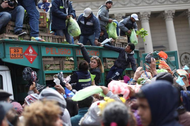 Regalarán 20 mil kilos de verduras en Plaza de Mayo