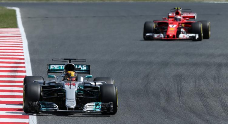 Hamilton empezó dominando en España