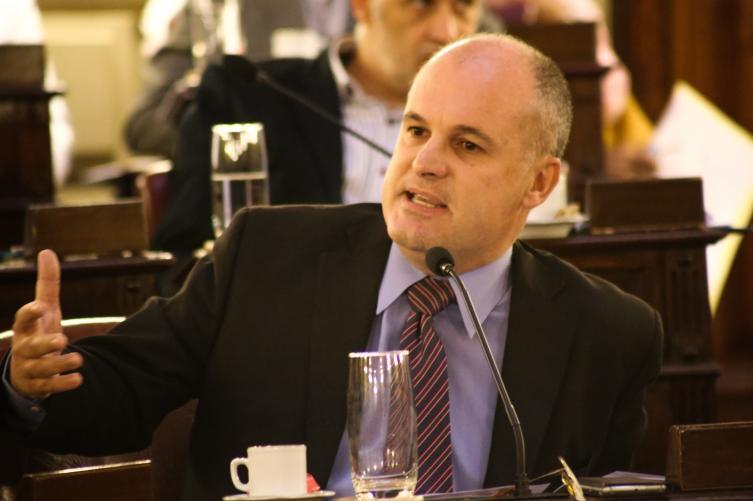 Lifschitz busca apoyo político para la propuesta de cobro a la Nación