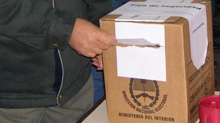 Abrieron las escuelas y los argentinos ya eligen en las PASO