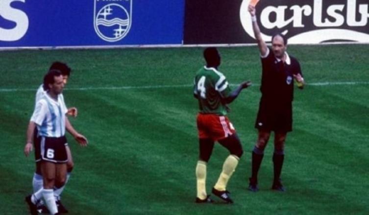 Murió el camerunés que le pegó al Cani en el '90