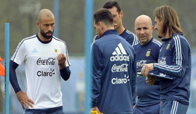 Sampaoli se reunió con Mascherano y mañana le toca a Messi