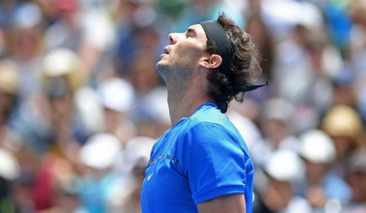 Rafa Nadal debuta con derrota en torneo de exhibición en Australia