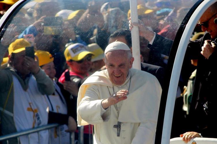 Papa Francisco bendijo a periodistas en su salida de la Nunciatura