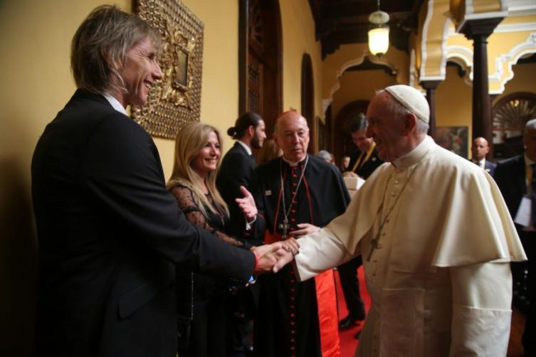 Gareca no se quiso perder el saludo con el Papa