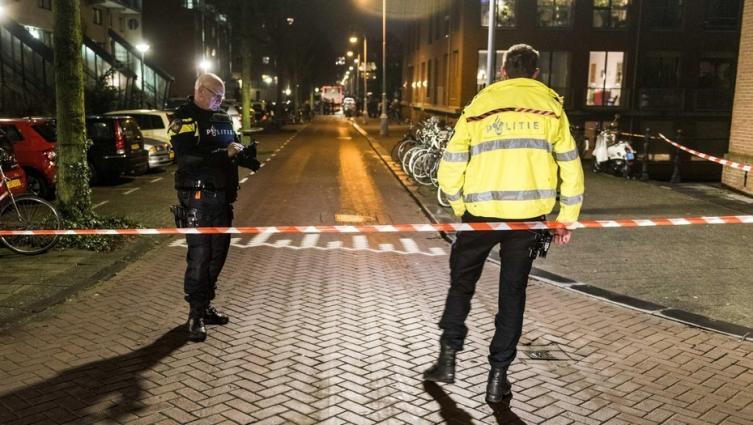 Al menos un muerto y dos heridos en tiroteo — Pánico en Amsterdam
