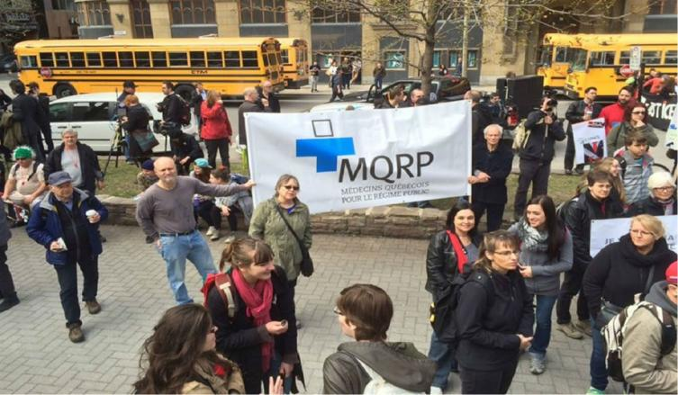 Canadá: cientos de médicos protestan por ganar mucho