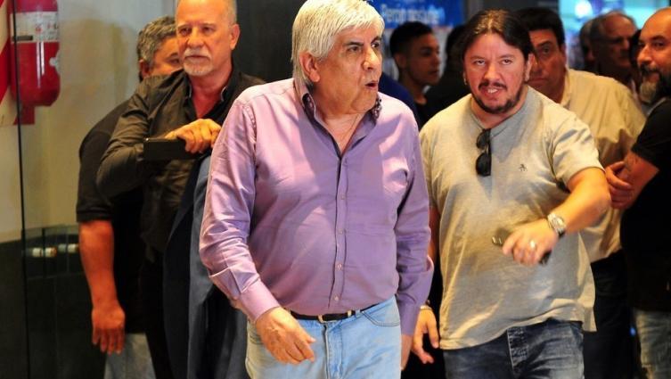Hugo Moyano se vuelve a acercar al kirchnerismo