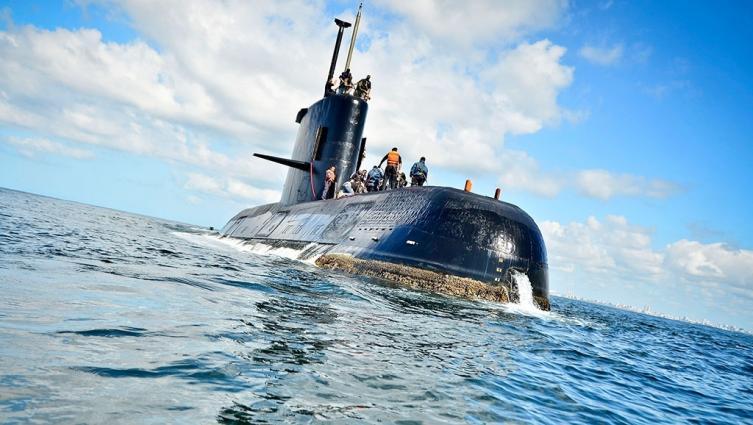Hermano de submarinista pide que siga la búsqueda