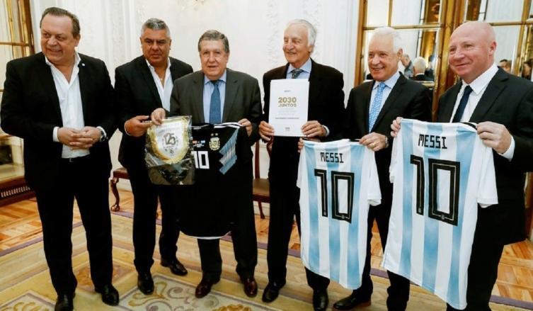 Messi y Suárez: imagen de Argentina, Paraguay y Uruguay para Mundial 2030