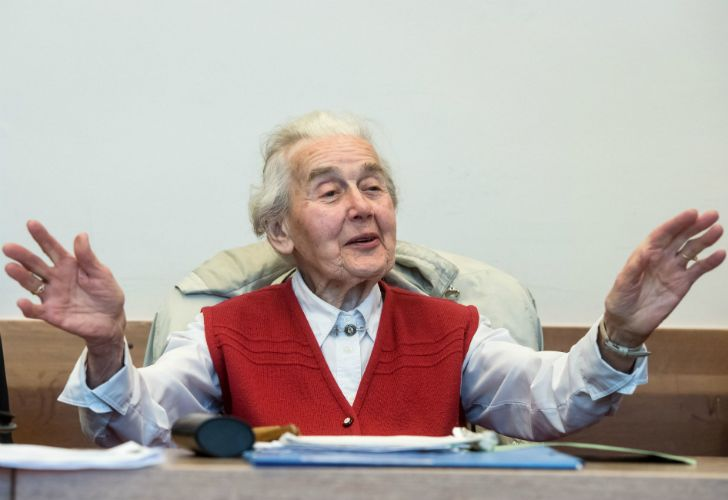 Detuvieron a la abuela negacionista del Holocausto